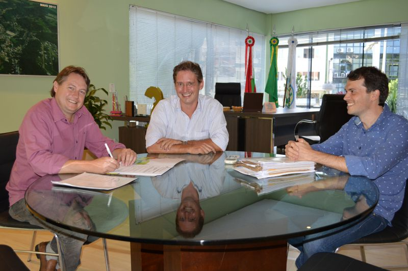 Prefeito Rafael, vice Marcos Weiss e o procurador geral do município, Marco Castagnaro