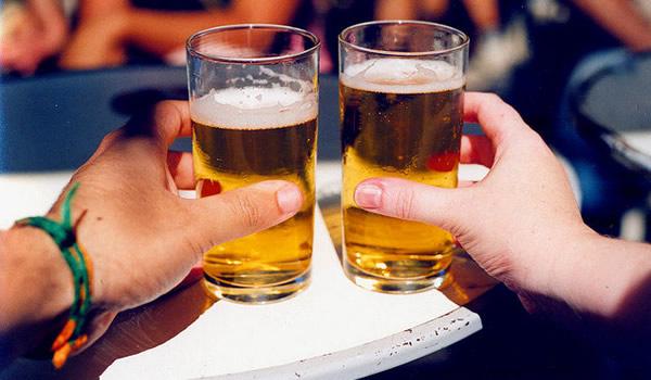 Projeto que proibia consumo de bebida alcoólica em espaço público ...
