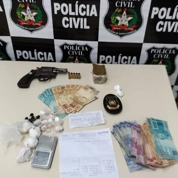 Material apreendido pela polícia