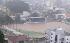 Campo do Clube Vitória ficou alagado