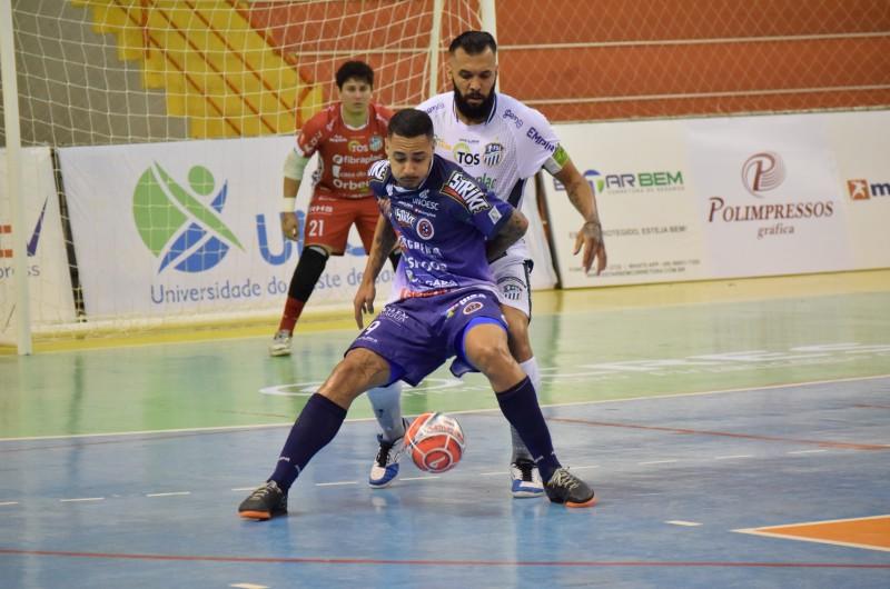 F1 - Joaçaba Futsal venceu o São Lourenço por 2 a 1 no jogo de estreia (Foto Mayelle Hall)