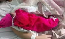 Menina chama-se Elloah Emanuely, pesou 2.160kg e nasceu com 42 centímetros