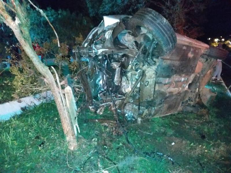 Estado que ficou o Jetta depois da colisão com o veículo Uno