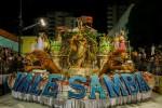 Escola-de-Samba-Vale-Samba-imagem-de-arquivo